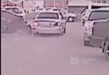Пьяный отморозок сбил сотрудника ГИБДД и протащил его по двору (ВИДЕО)