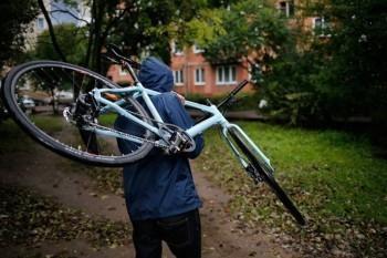 Сводка происшествий в Коряжме: пропали велосипед, снегокат и мобильные девайсы