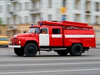На пожарах в Коряжме погиб человек и пострадала «Газель»